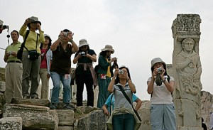japanese-photog-tourists-big.jpg